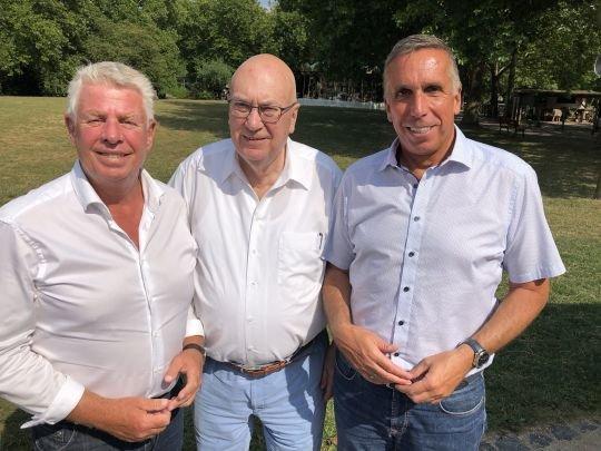 ie Akteure v. l. Oberbürgermeister Michael Kissel, Fraktionsgeschäftsführer Helmut Beck, Dezernent Uwe Franz.